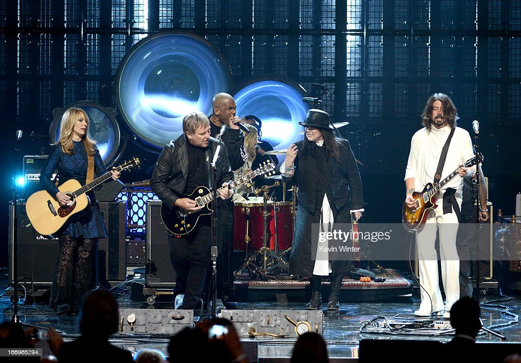 Inductees Nancy Wilson of Heart Alex Lifeson of Rush Darryl 'DMC' McDaniels inductee Ann Wilson of Heart and musician Dave Grohl perform onstage at...