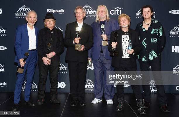 Inductees Steve Howe Alan White Bill Bruford Rick Wakeman Jon Anderson and Trevor Rabin of Yes attend the Press Room of the 32nd Annual Rock Roll...