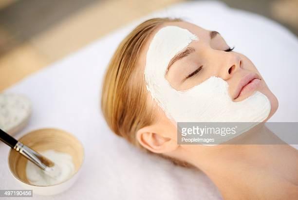 Vous offrant un masque nettoyant en profondeur