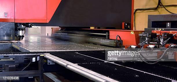 Industrial laser metal-cutting tool