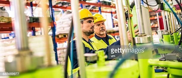 Maschine Industrie Arbeiter in der Fabrik Controling