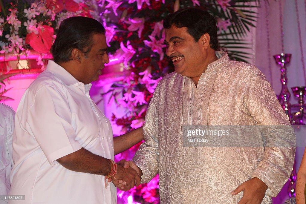 Industrialist Mukesh Ambani with BJP national president Nitin Gadkari at latter son wedding reception in New Delhi on Monday