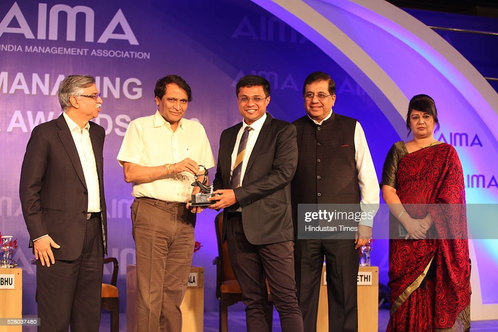 Industrialist Sunil Kant Munjal (L), Union Railway Minister Suresh Prabhu, Firdose Vandrevala (2R) with Rekha Sethi (R) during the All India Management Association (AIMA)s Managing India Awards 2016 at Hotel Taj Palace in New Delhi, India.