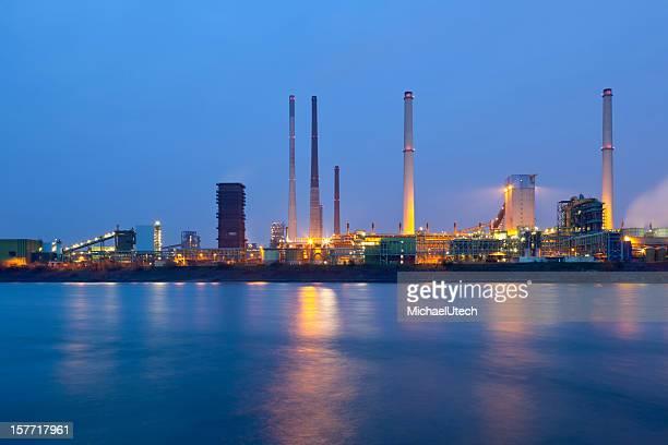 業界で川の夜景