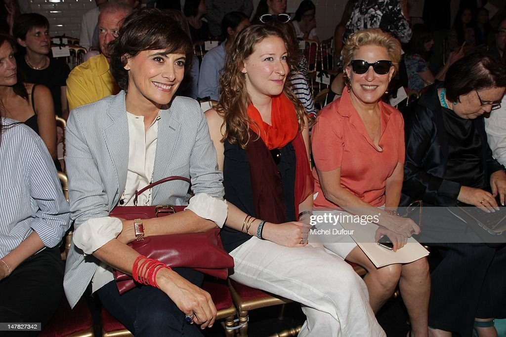 <a gi-track='captionPersonalityLinkClicked' href=/galleries/search?phrase=Ines+de+la+Fressange&family=editorial&specificpeople=2078500 ng-click='$event.stopPropagation()'>Ines de la Fressange</a>, Sophie von Haselberg and <a gi-track='captionPersonalityLinkClicked' href=/galleries/search?phrase=Bette+Midler&family=editorial&specificpeople=201551 ng-click='$event.stopPropagation()'>Bette Midler</a> attend the Jean-Paul Gaultier Haute-Couture Show as part of Paris Fashion Week Fall / Winter 2013 on July 4, 2012 in Paris, France.