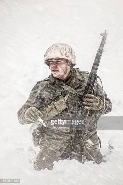 Fanteria della seconda guerra mondiale ci soldato catturati In una tempesta di neve