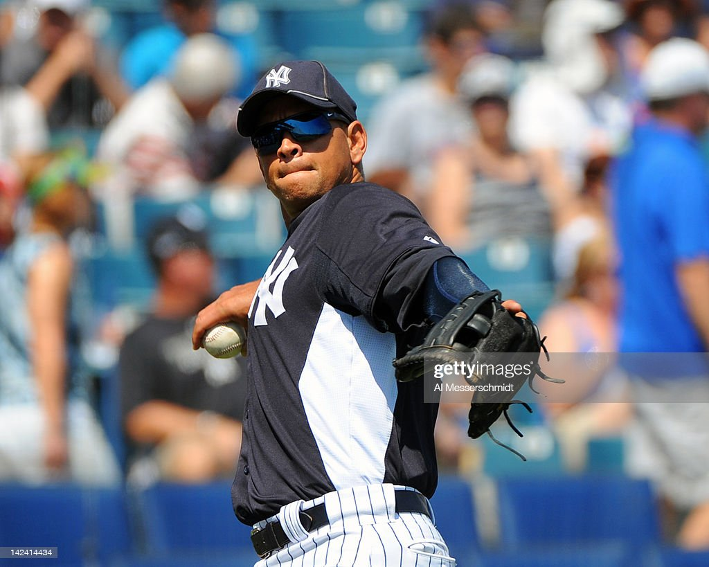 Infielder <a gi-track='captionPersonalityLinkClicked' href=/galleries/search?phrase=Alex+Rodriguez+-+Jogador+de+beisebol&family=editorial&specificpeople=167080 ng-click='$event.stopPropagation()'>Alex Rodriguez</a> #13 of the New York Yankees throws to first base against the New York Mets in a spring training game April 4, 2012 at George M. Steinbrenner Field in Tampa, Florida.