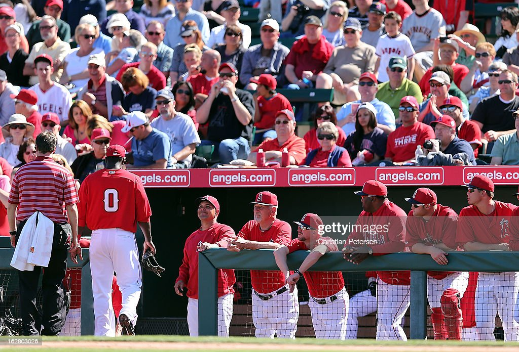 Infielder <a gi-track='captionPersonalityLinkClicked' href=/galleries/search?phrase=Bill+Hall&family=editorial&specificpeople=216606 ng-click='$event.stopPropagation()'>Bill Hall</a> #0 (L) of the Los Angeles Angels leaves the field with an injury during the spring training game against the San Francisco Giants at Tempe Diablo Stadium on February 27, 2013 in Tempe, Arizona.