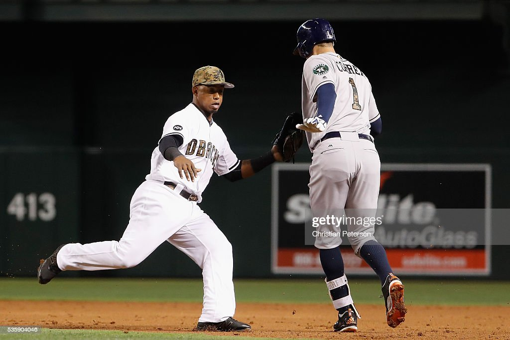 Infielder <a gi-track='captionPersonalityLinkClicked' href=/galleries/search?phrase=Jean+Segura&family=editorial&specificpeople=7521808 ng-click='$event.stopPropagation()'>Jean Segura</a> #2 of the Arizona Diamondbacks tags out <a gi-track='captionPersonalityLinkClicked' href=/galleries/search?phrase=Carlos+Correa+-+Baseball+Player&family=editorial&specificpeople=11452157 ng-click='$event.stopPropagation()'>Carlos Correa</a> #1 of the Houston Astros in a run down during the second inning of the MLB game at Chase Field on May 30, 2016 in Phoenix, Arizona.