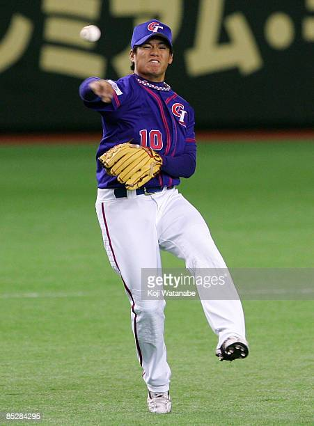 Infielder Lin Han of Chinese Taipei fields during the World Baseball Classic Tokyo Round match between China and Chinese Taipei at Tokyo Dome on...