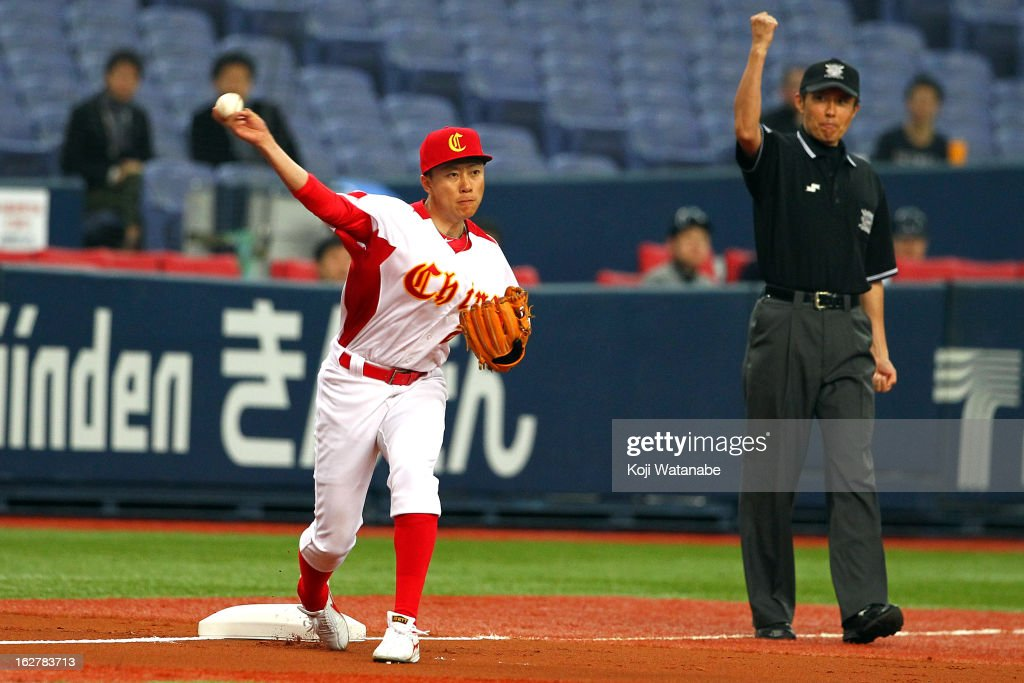 Infielder Xu An #25 of China in action during the friendly game between Orix Buffaloes and China at Kyocera Dome Osaka on February 27, 2013 in Osaka, Japan.