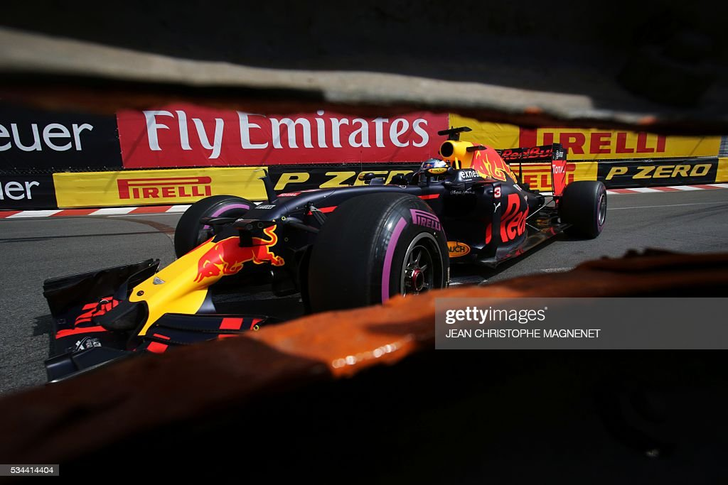 Infiniti Red Bull Racing's Australian driver Daniel Ricciardo drives during the first practice session at the Monaco street circuit, on May 26, 2016 in Monaco, three days ahead of the Monaco Formula 1 Grand Prix. / AFP / JEAN