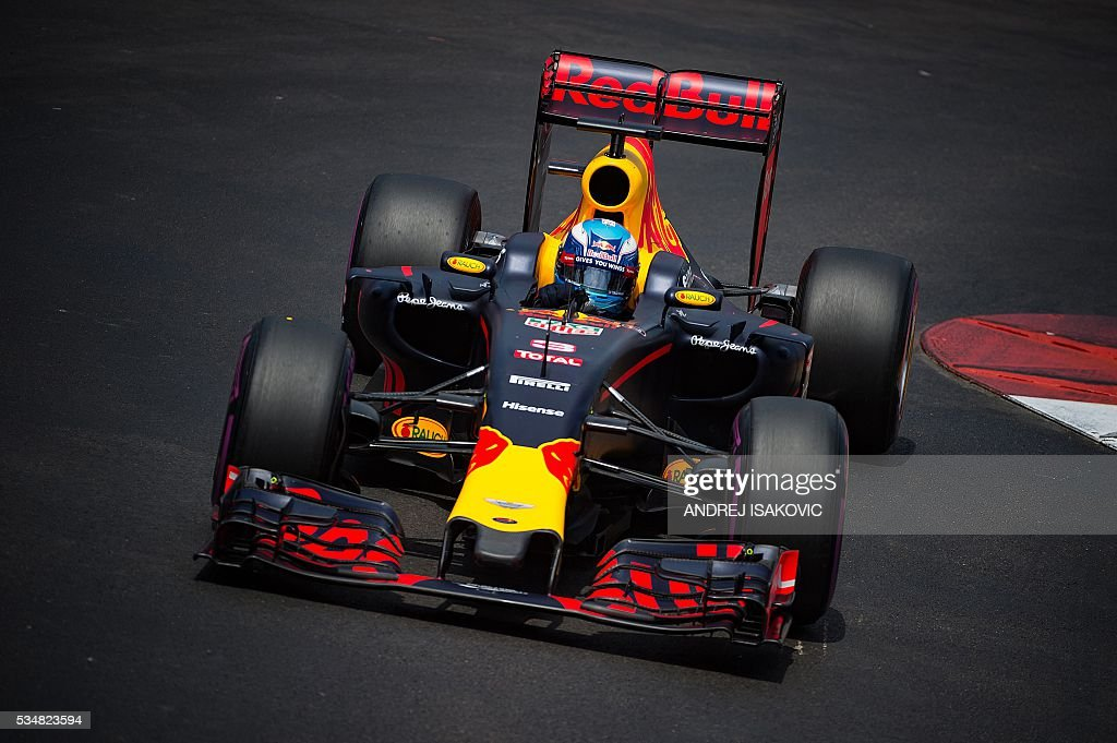 Infiniti Red Bull Racing's Australian driver Daniel Ricciardo drives during the qualifying session at the at the Monaco street circuit, on May 28, 2016 in Monaco, one day ahead of the Monaco Formula 1 Grand Prix. / AFP / ANDREJ
