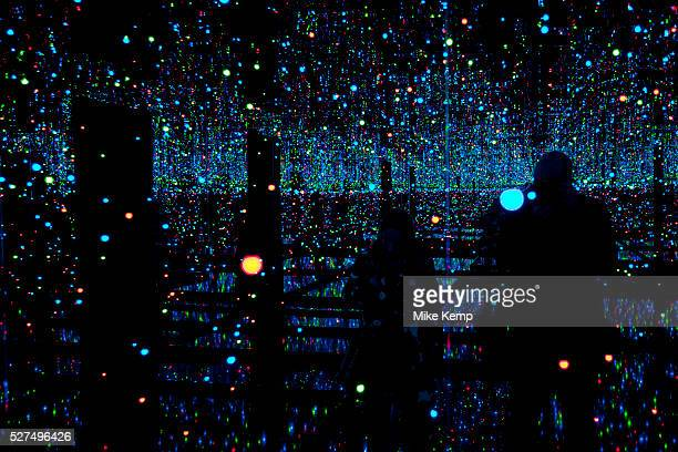 Infinity Mirrored Room – Filled with the Brilliance of Life Kusama's largest Infinity Mirror Room to date Tate Modern London UK Yayoi Kusama is a...