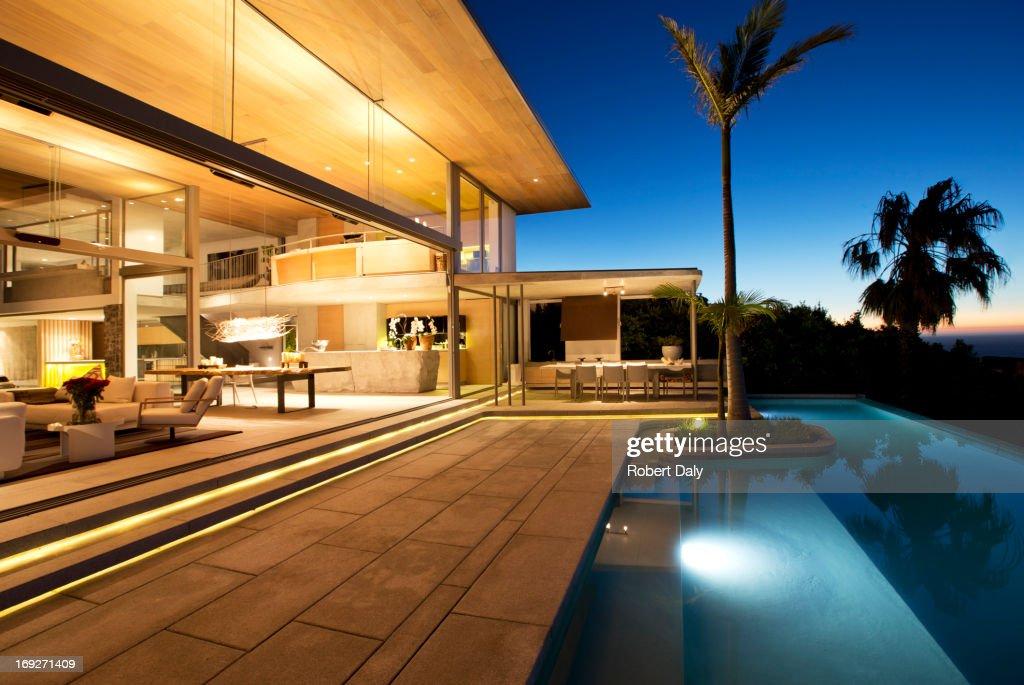 Infinity pool and modern patio : Stock Photo