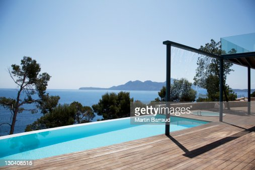 Infinity pool outside modern house : Stock Photo
