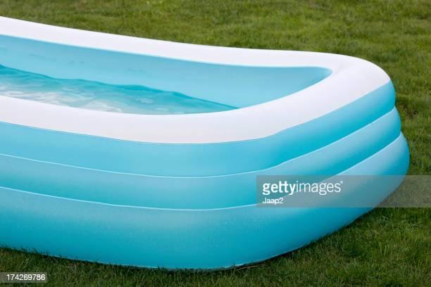 Aufblasbares planschbecken stock fotos und bilder getty for Aufblasbarer pool