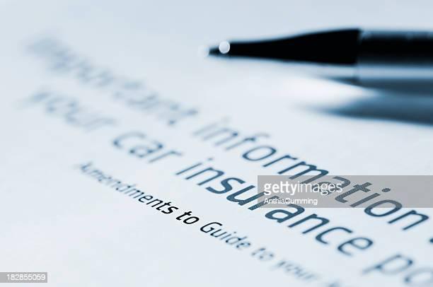 """Les informations pour """"assurance automobile document avec stylo"""