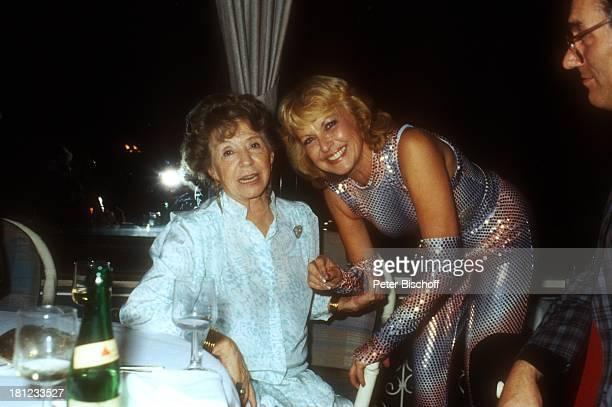 Inge Meysel Brigitte Grothum Feier zum 65Geburtstag von W o l f g a n g S p i e r Flasche Getränk Party Fest Schauspielerin BrillantenherzenBrosche...