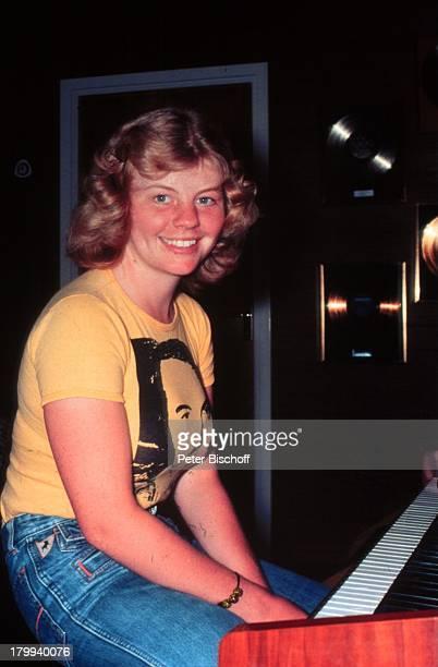 Inger Nilsson Bekannt durch KinderSerie 'Pippi Langstrumpf' Homestory Kisa Schweden KlavierSchauspielerin
