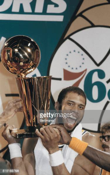 Los Angeles Lakers Kareem Abdul Jabaar holds up the NBA World Championship Trophy after the Lakers beat the Philadelphia 76ers by a score of 114104...