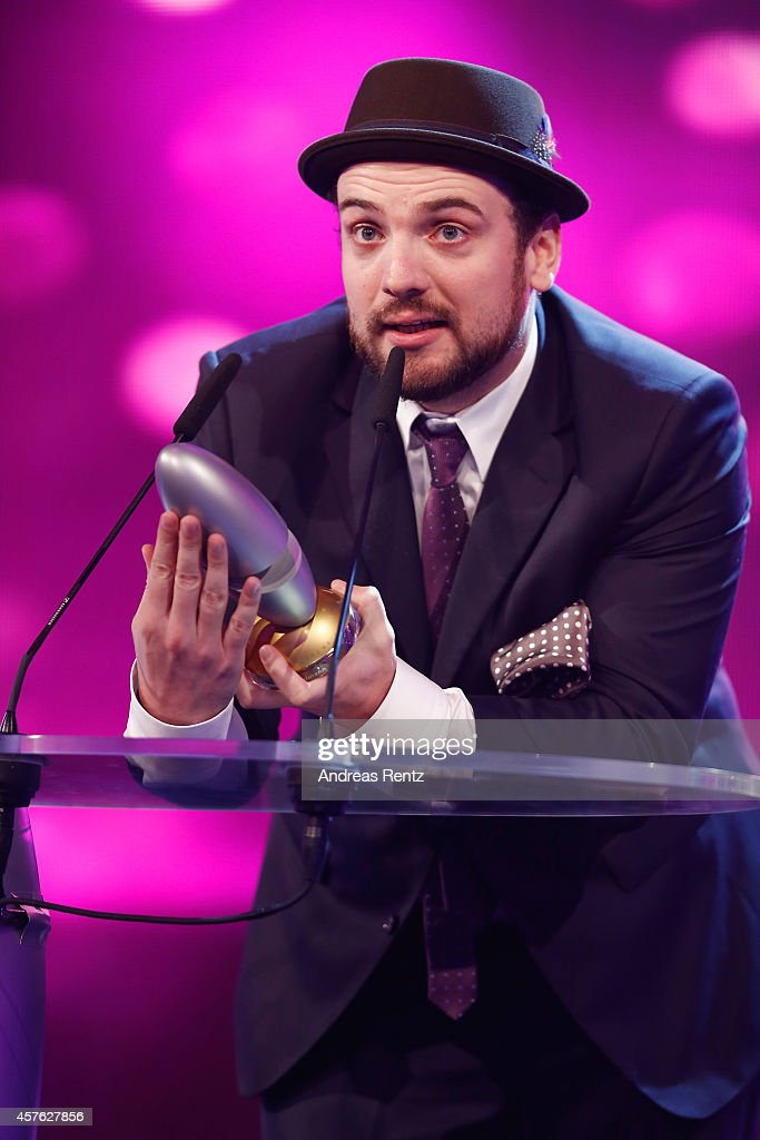 Ingmar Stadelmann poses with his award (best newcomer) during the 18th Annual German Comedy Awards at Coloneum on October 21, 2014 in Cologne, Germany. The show will be aired on RTL on October 25.