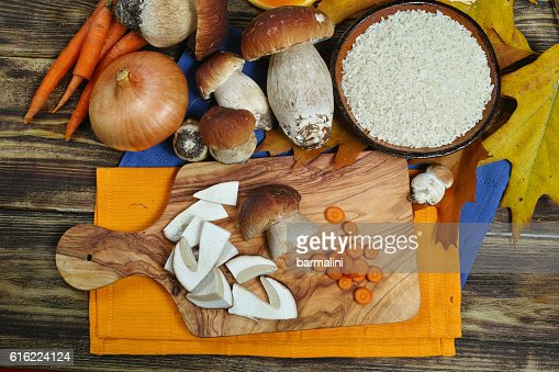 Ingredients for risotto with wild mushrooms boletus : Stock-Foto