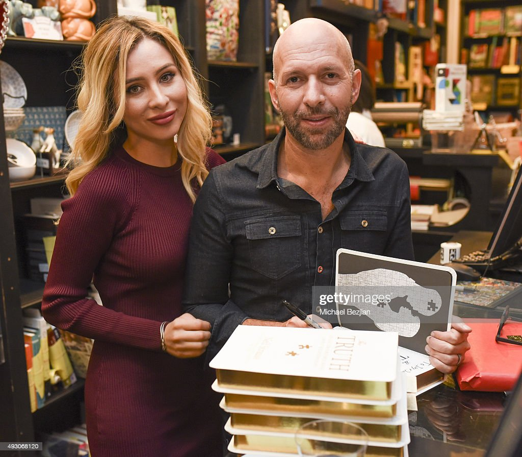 neil strauss truth book signing getty images. Black Bedroom Furniture Sets. Home Design Ideas