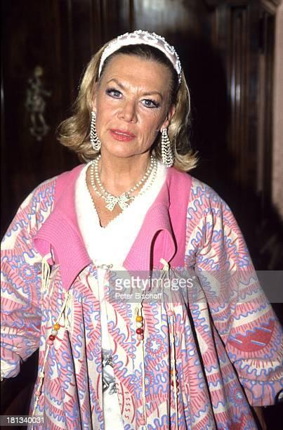Ingrid van Bergen 6teilige SAT1KrimiSpielshow 'Cluedo Das mörderische Spiel' Schloss Leonberg Deutschland 6111992 Kleid Schauspielerin