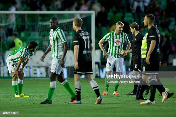 Inigo Martinez of Real Sociedad shakes hands with Damien Perquis of Real Betis Balompie after the La Liga match between Real Betis Balompie and Real...