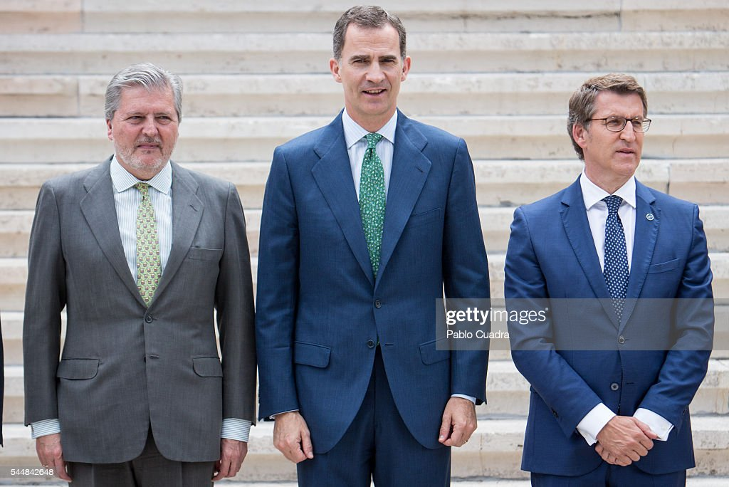 inigo-mendez-de-vigo-king-felipe-vi-of-spain-and-alberto-nunez-feijoo-picture-id544842648