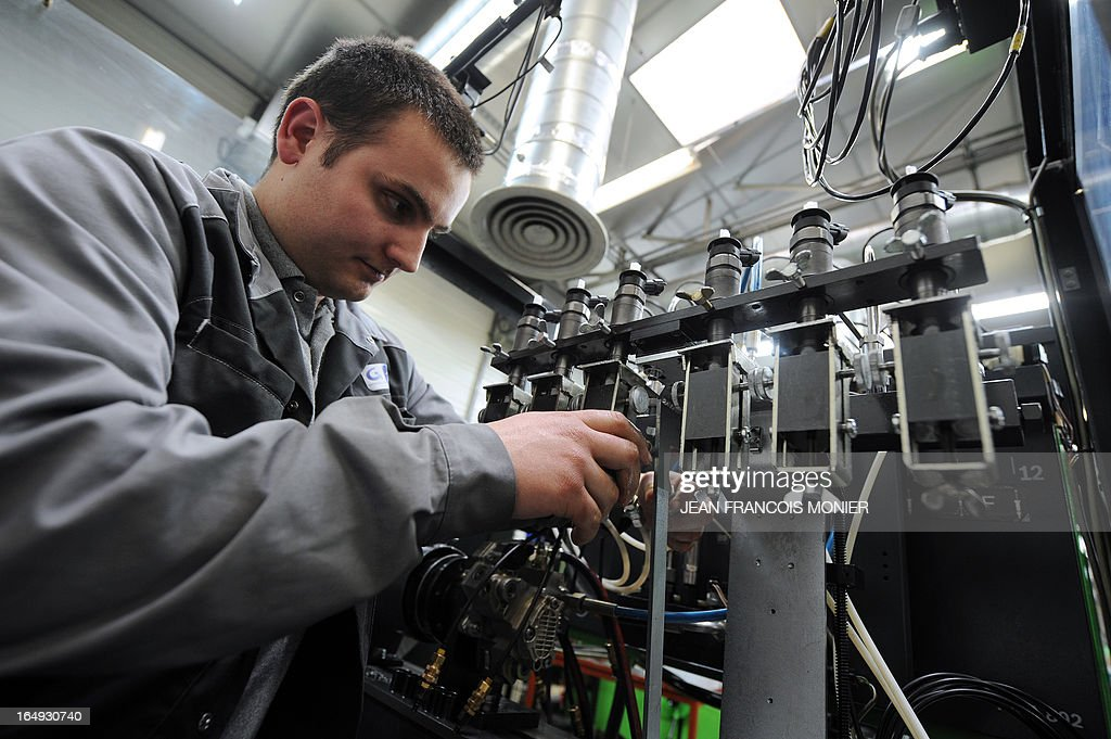 Injectors are tested by a diesel technician of the company Groupe Auto Le Hello, on March 29, 2013 in Le Mans, western France .