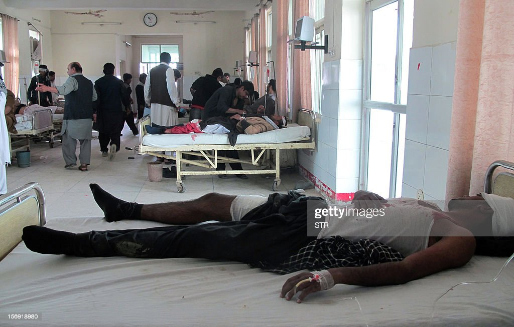Injured blast victims rest at a hospital following a bomb explosion in the city of Dera Ismail Khan in Khyber Pakhtunkhwa province on November 25, 2012. A bomb attack on a Shiite Muslim procession killed three people and wounded more than 50 in northwest Pakistan on November 25 as Shiites marked their holiest day Ashura, police said. AFP PHOTO / STR