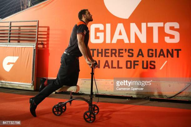 Injured Giants player Shane Mumford of the Giants scoots into the Giants tunnel during the AFL First Semi Final match between the Greater Western...