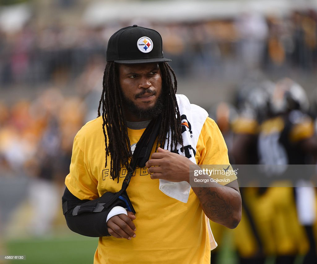 Injured linebacker <a gi-track='captionPersonalityLinkClicked' href=/galleries/search?phrase=Jarvis+Jones&family=editorial&specificpeople=6236463 ng-click='$event.stopPropagation()'>Jarvis Jones</a> of the Pittsburgh Steelers looks on from the sideline during a game against the Tampa Bay Buccaneers at Heinz Field on September 28, 2014 in Pittsburgh, Pennsylvania. The Buccaneers defeated the Steelers 27-24.