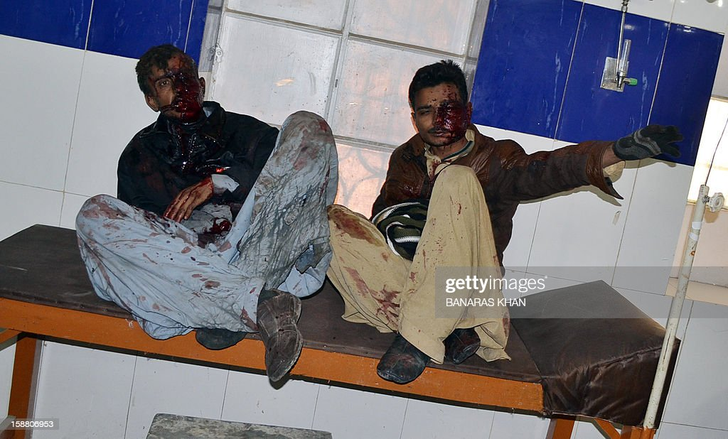 Injured Pakistani Shiite Muslim pilgrims wait for treatment at a hospital following a car bomb attack in Quetta on December 30, 2012. A car bomb attack on buses carrying Shiite Muslim pilgrims to Iran killed 19 people and injured 25 in Pakistan's insurgency-hit southwest on December 30, officials said. AFP PHOTO/BANARAS KHAN