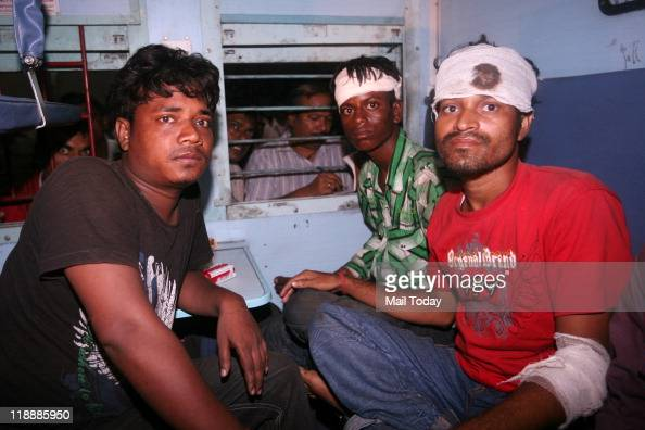 Injured passengers of Kalka Mail which derailed near Malwan station in Fatehpur arrive at Old Delhi Railway Station by a special relief train in New...