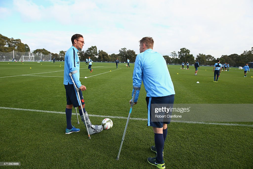 Injured players James Brown and <a gi-track='captionPersonalityLinkClicked' href=/galleries/search?phrase=Damien+Duff&family=editorial&specificpeople=171295 ng-click='$event.stopPropagation()'>Damien Duff</a> of Melbourne City look on during a Melbourne City FC A-League training session at City Academy on April 28, 2015 in Melbourne, Australia.