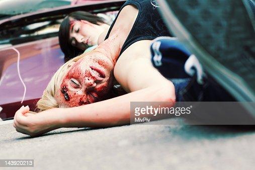 Injured teenagers : Stockfoto
