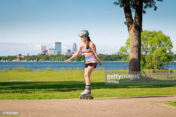 in-line artistique exercice dans le parc urbain de Minneapolis, dans le Minnesota