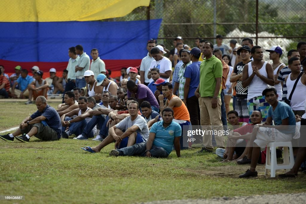 Inmates attend the Hugo Chavez First National Penitentiary Games for Freedom inaugurated in the General Penitentiary of San Juan de los Morros , Guarico state, Venezuela on May 23, 2013. AFP PHOTO/Leo RAMIREZ
