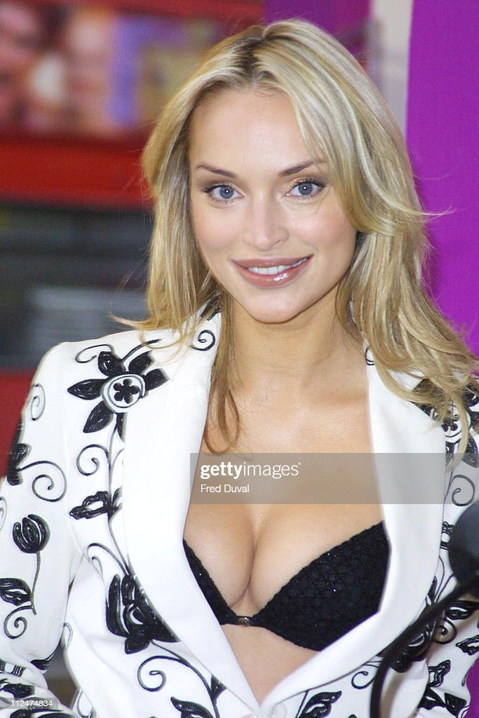 qui suis je? de Martin du 16 septembre trouvé par Ajonc - Page 5 Inna-zobova-during-inna-zobova-store-appearance-at-house-of-fraser-in-picture-id112474834