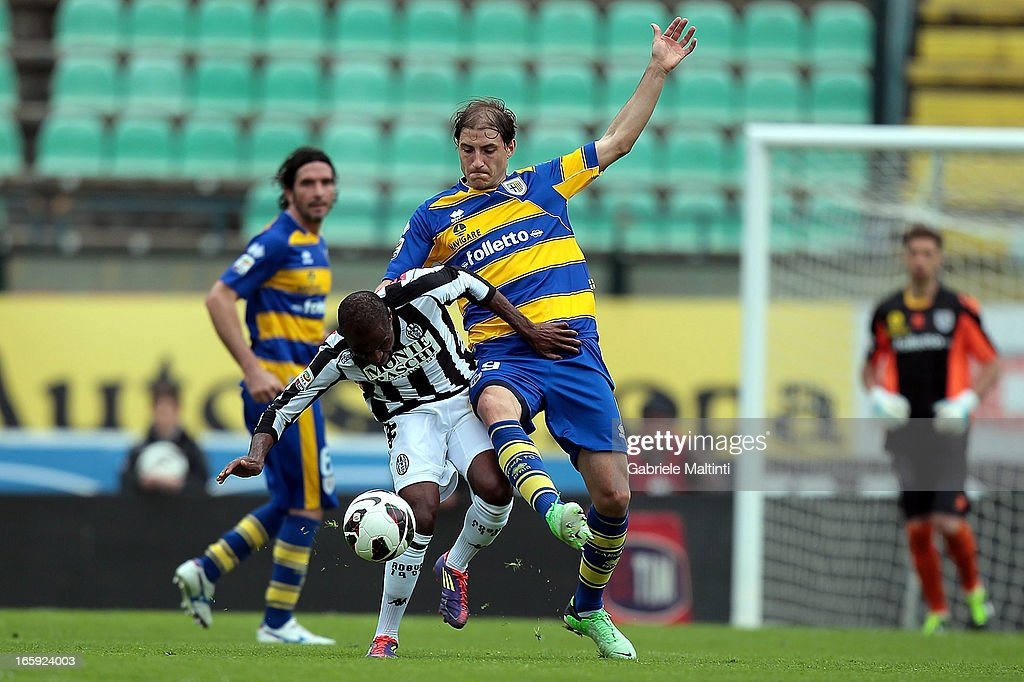 Innocent Emeghara (L) of AC Siena fights for the ball with <a gi-track='captionPersonalityLinkClicked' href=/galleries/search?phrase=Gabriel+Paletta&family=editorial&specificpeople=747556 ng-click='$event.stopPropagation()'>Gabriel Paletta</a> of Parma FC during the Serie A match between AC Siena and Parma FC at Stadio Artemio Franchi on April 7, 2013 in Siena, Italy.