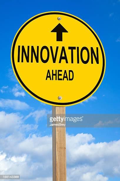 Innovation Voraus Straßenschild