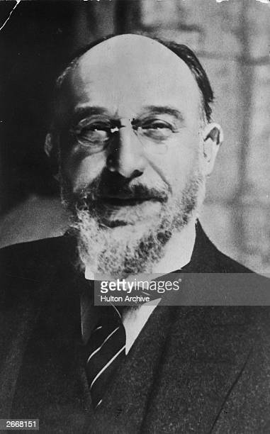 a biography of erik satie a french composer Abstract a majority of modern studies of erik satie's trois gnossiennes seem to consider the french composer's early piano music as a form of anti-wagnerian nihilism.