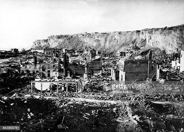 Vor dem Versuch der Sprengung der Insel durch die Briten Das Unterland in der Nähe des HafensZerstörungen durch Luftangriffe während des 2 Weltkriegs