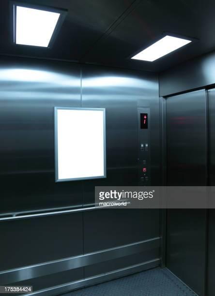 Ein Aufzug innen