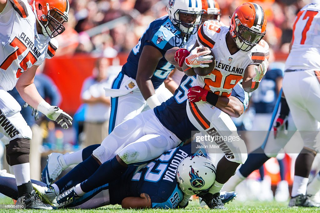 Inside linebacker <a gi-track='captionPersonalityLinkClicked' href=/galleries/search?phrase=Avery+Williamson&family=editorial&specificpeople=8606538 ng-click='$event.stopPropagation()'>Avery Williamson</a> #54 of the Tennessee Titans tackles running back <a gi-track='captionPersonalityLinkClicked' href=/galleries/search?phrase=Duke+Johnson+-+Jogador+de+futebol+americano&family=editorial&specificpeople=13981151 ng-click='$event.stopPropagation()'>Duke Johnson</a> #29 of the Cleveland Browns during the first half at FirstEnergy Stadium on September 20, 2015 in Cleveland, Ohio.