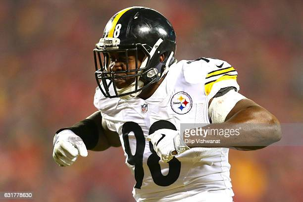 Inside linebacker Vince Williams of the Pittsburgh Steelers celebrates after a play against the Kansas City Chiefs during the second quarter in the...