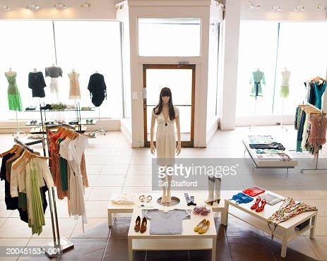 Inside retail boutique : Foto stock